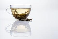 Cuvette en verre de thé blanc frais images libres de droits
