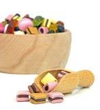 Cuvette et épuisette des bonbons Photo stock