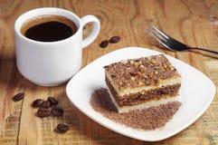 Cuvette et gâteau de café Image libre de droits