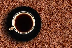 Cuvette et haricots de café images libres de droits