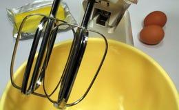 Cuvette et mélangeur de mélange Image stock