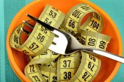 Cuvette orange de centimètre et de fourchette image stock