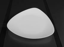 Cuvette peu profonde triangulaire de porcelaine Image libre de droits