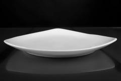 Cuvette peu profonde triangulaire de porcelaine Photo stock