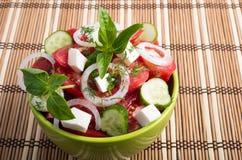 Cuvette verte avec la nourriture végétarienne savoureuse et saine Images libres de droits