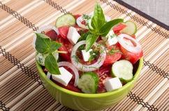 Cuvette verte avec le repas végétarien savoureux et sain Photos stock