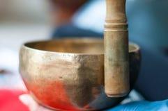 Cuvettes asiatiques traditionnelles de chant de poterie-Népalais Photographie stock
