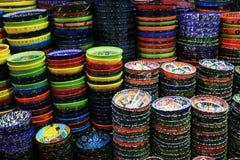 Cuvettes colorées de céramique Image libre de droits