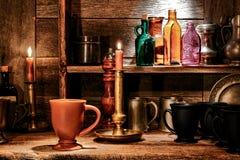 Cuvettes de boissons de tasse et de Pub de boisson dans la vieille taverne Photo stock