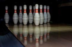 Cuvettes de bowling dans la ligne Image libre de droits