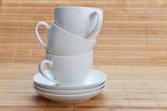 Cuvettes de café avec des soucoupes Image stock