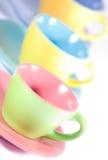 Cuvettes de café colorées photographie stock libre de droits