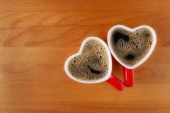 cuvettes de café deux en forme de coeur Photographie stock