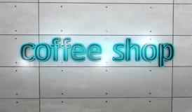 Cuvettes de café et grains de café frais autour Images stock