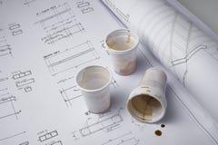 Cuvettes de café sur la traite Images stock