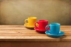 Cuvettes de café vides colorées Photos stock