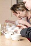 Cuvettes de mettre en forme de tasse de café Images libres de droits