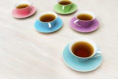 Cuvettes de thé colorées Images libres de droits