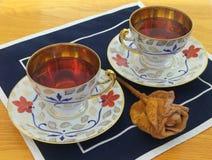 Cuvettes de thé luxueuses d'or Photographie stock