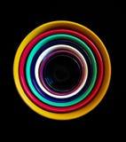 Cuvettes en céramique colorées empilées fortement images libres de droits