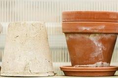 Cuvettes en céramique démodées de vases à argile Photos libres de droits