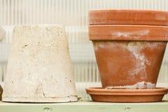 Cuvettes en céramique démodées de vases à argile Photographie stock libre de droits