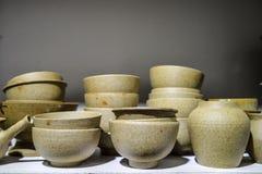 Cuvettes et pots de poterie Photographie stock libre de droits