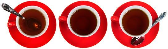 Cuvettes rouges avec du thé images libres de droits