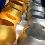 Cuvettes Thaïlande d'aumône de moine d'or et d'argent images libres de droits