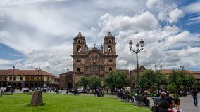 CUZCO, PERU, 08 2017 LUTY: Dnia widoku timelapse Templo De Los angeles Compania de Jezus w Placu De Armas, w centrum Cusco zbiory wideo