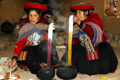 CUZCO, PERU - May 1, 2009. Women naturally dyeing wool in pots Royalty Free Stock Photos