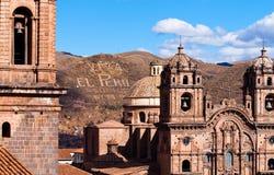 CUZCO, PERU: mening van de belangrijkste kerken in de stad royalty-vrije stock foto