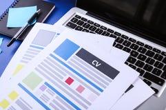 CV na tabela Imagem de Stock