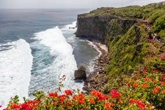 CViews Pura Luhur Uluwatu i Pacyficzny ocean, Bali, Indonesi fotografia royalty free