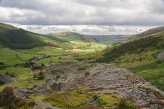 Cwm Penmachno, con la mina de pizarra Imagen de archivo