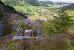 Cwm Penmachno, con la mina de pizarra, casa del tambor de la pendiente Imagen de archivo libre de regalías