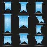 Cyaan hangende gebogen die lintbanners voor vrolijke Kerstmis eps10 worden geplaatst stock illustratie
