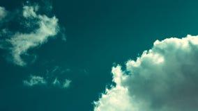Cyan небо с круглым облаком в угле стоковые фотографии rf