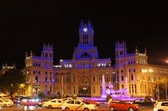 Cybele Palace av Madrid vid natt Royaltyfria Foton