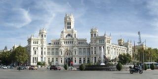 Cybele Palace med den Cybele springbrunnen i Madrid Arkivbilder