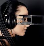 cyber耳机称呼妇女年轻人 免版税图库摄影