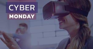 Cyber-Montag-Text und -frau, die Kopfhörer 4k der virtuellen Realität verwendet stock footage