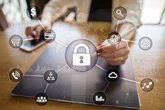 Cyber ochrona, dane ochrona, ewidencyjny bezpieczeństwo i utajnianie, internet technologia i biznesu pojęcie obrazy royalty free