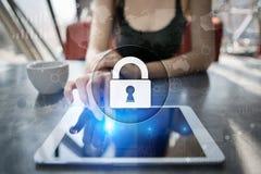 Cyber ochrona, dane ochrona, ewidencyjny bezpieczeństwo i utajnianie, internet technologia i biznesu pojęcie fotografia stock