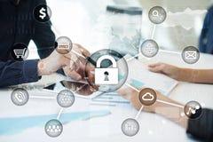 Cyber ochrona, dane ochrona, ewidencyjny bezpieczeństwo Internetowy technologii pojęcie Zdjęcia Royalty Free