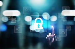 Cyber ochrona, Osobisty ochrona danych, ewidencyjna prywatność Kłódki ikona na wirtualnym ekranie kolor tła pojęcia, niebieski in obrazy stock