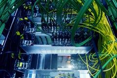 Cyber ochrony osłony ikona na serweru pokoju tle Ewidencyjna ochrona i wirusowy detectionAcoustic audio depeszujemy serweru zdjęcie royalty free