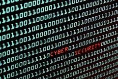 Cyber ochrony tekst i binarnego kodu pojęcie od desktop scr Fotografia Royalty Free