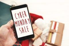 Cyber Poniedziałku sprzedaży tekst na telefonu ekranie, xmas sprzedaży znak special obraz stock