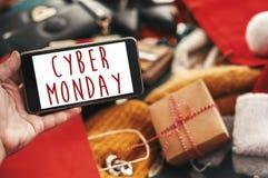 Cyber Poniedziałku sprzedaży tekst na telefonu ekranie, xmas sprzedaży znak special zdjęcie stock